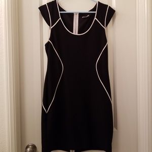 Express dress with full zipper back